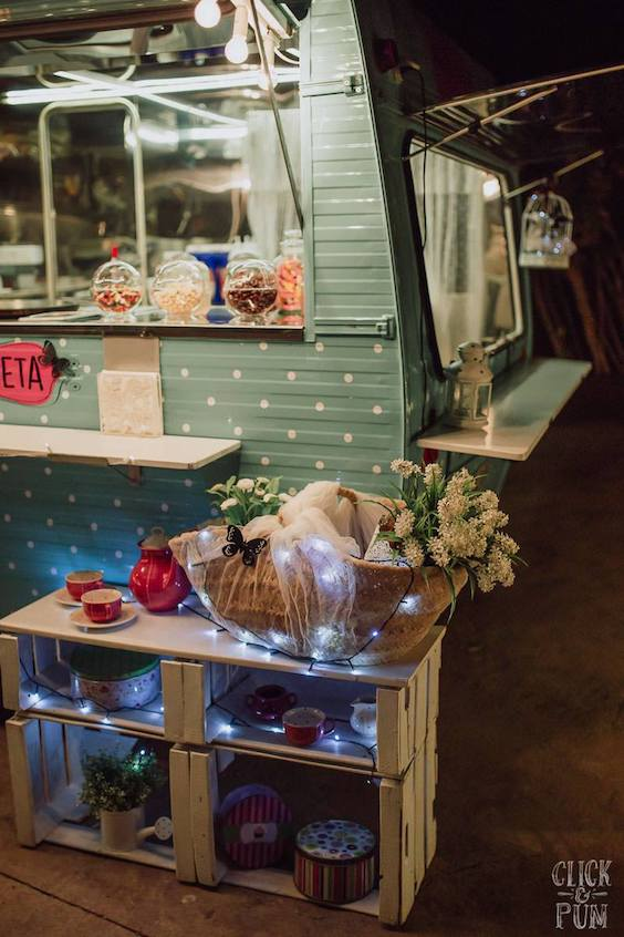 Absolutely dreamy food truck decor from La Saboreta. Every detail has been taken care of!