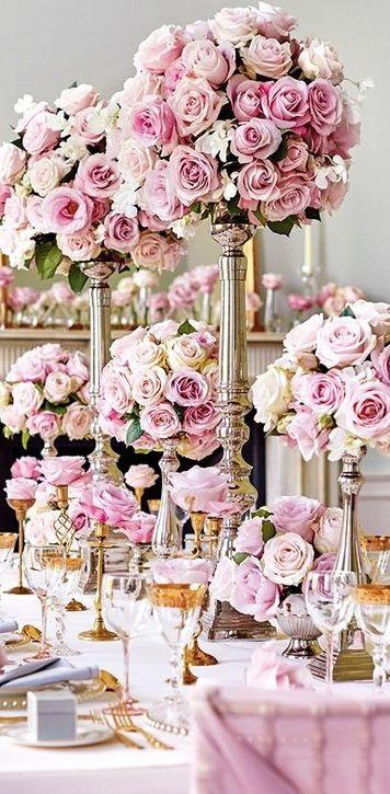 Para un look glam usa centros de mesa con distintas alturas.