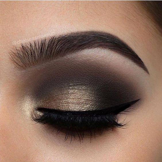 Un maquillaje de ojos ahumados perfecto para comenzar tu día!