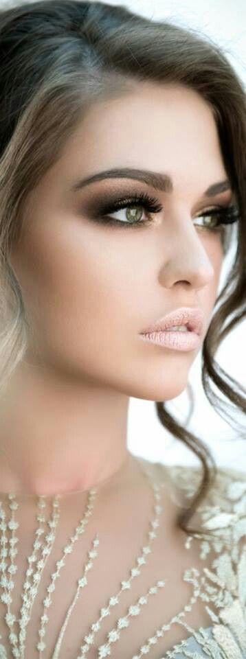 Diviértete logrando un maquillaje de ojos ahumados para el día o para la noche!