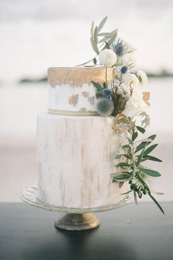 Marbled cakes with gold and greenery mark the trend for weddings this year.