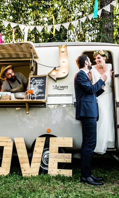 How fun is this street food themed festival wedding featuring food trucks?