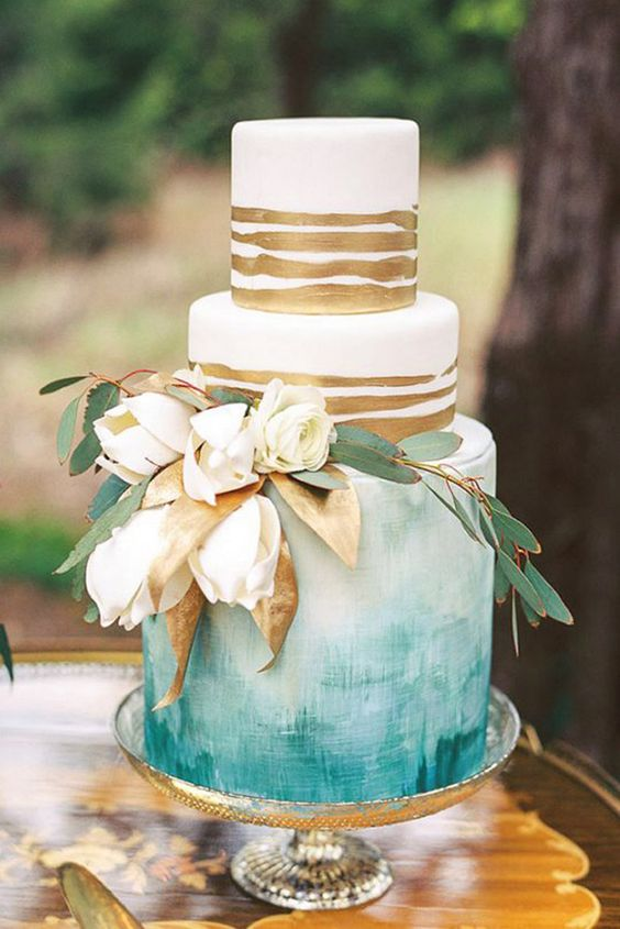 Watercolors, sugary papers, edible gold-foil and delicate white peonies and eucalyptus greenery bring back memories of the ocean and the sun reflected on the sand.