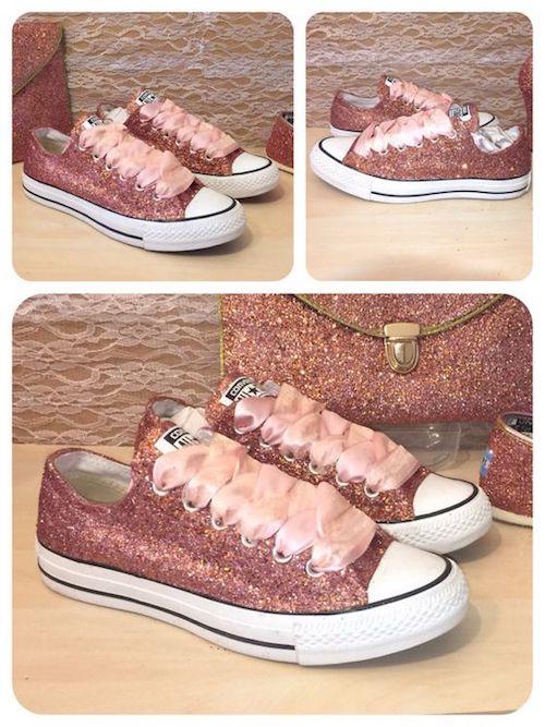 Zapatillas en rosa oro metalizado.