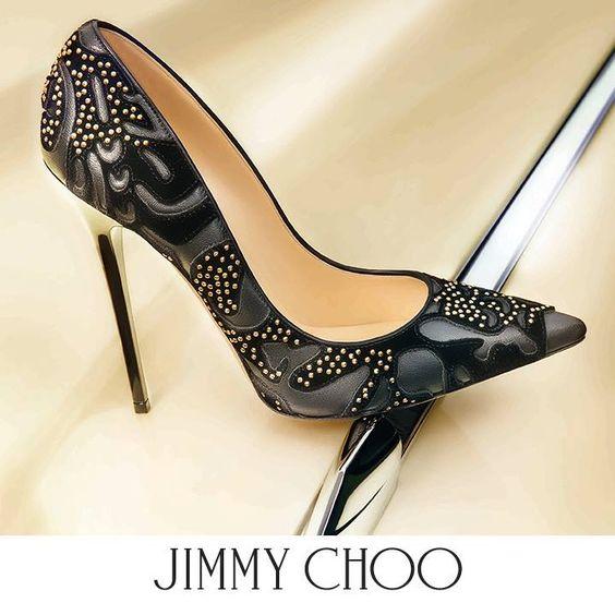 Abel es el zapato con punta por excelencia, el corte halaga el pie y la silueta atemporal le agrega un sentido de glamour refinado.