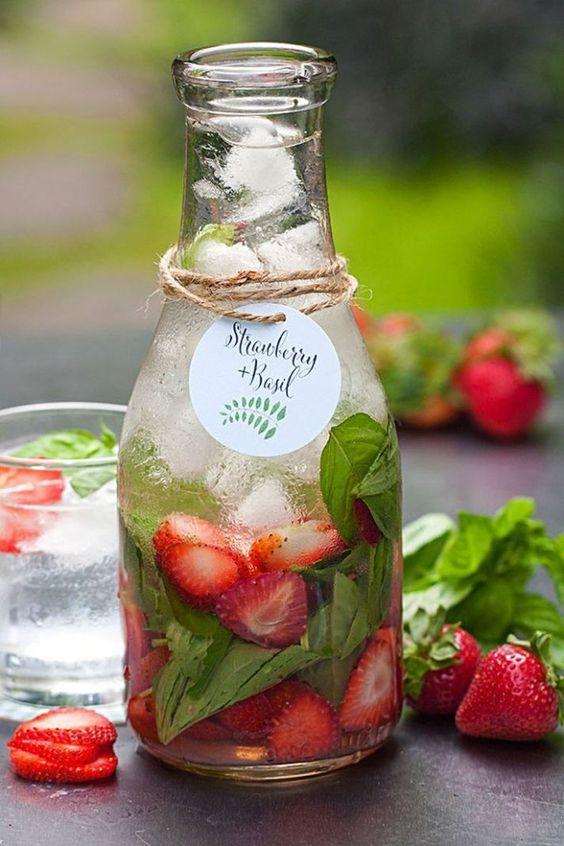 Las aguas aromatizadas pueden ser tu trago personalizado.