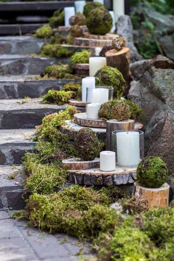 Los troncos de árboles le dan un look mas rústico a esta decoración.