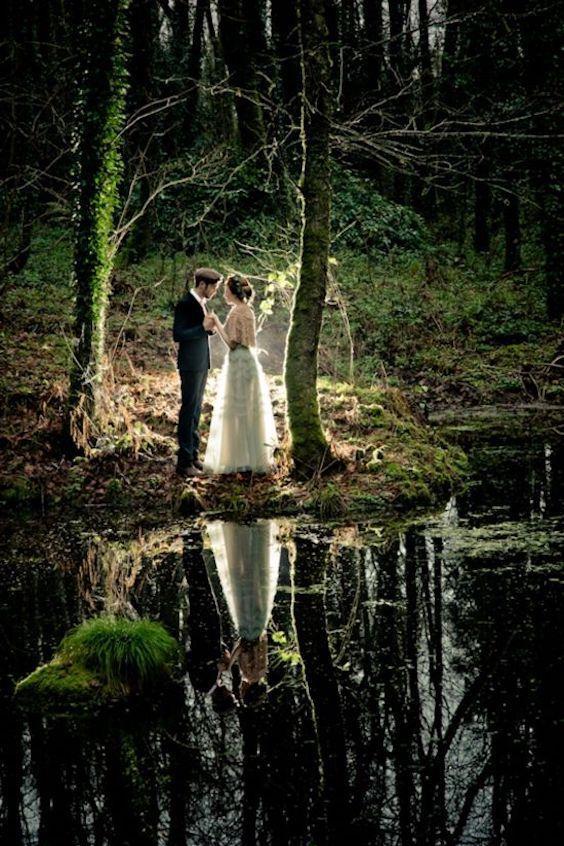 Fotografía de bodas en un bosque con todo el encanto en Beg Estate, West Country Cork, Irlanda.