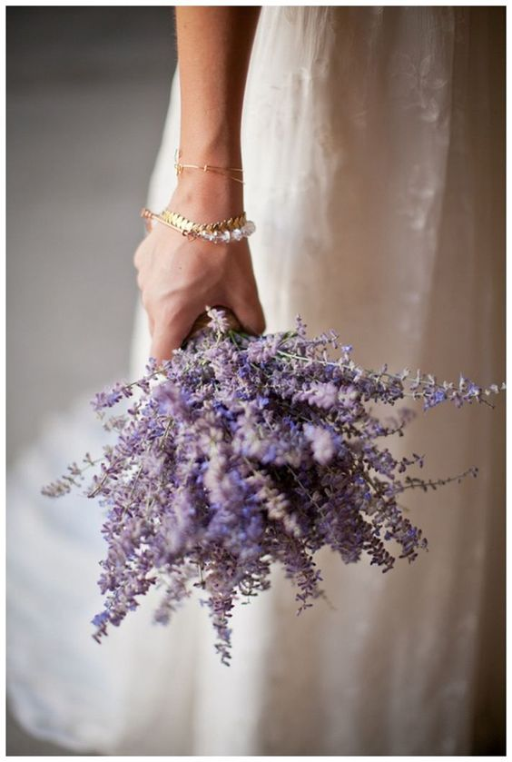 A gorgeous choice for your wedding bouquet. Love this lavender bouquet! Swoon!