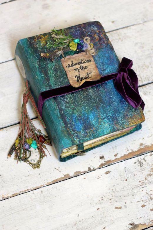 Un libro de firmas hecho a mano casi mágico. ¿Que sucederá cuando abras las páginas?