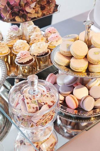 Offer macarons, meringues and cookies, as long as they match your wedding colors!