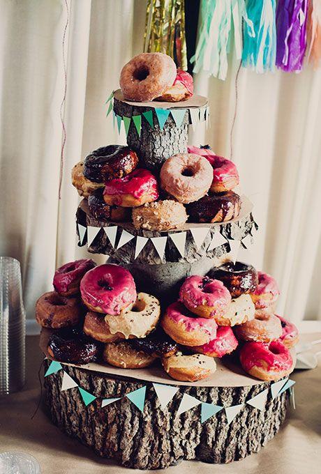 Una torta de casamiento totalmente informal. ¡Vivan las donuts!
