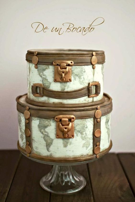 Wanderlust wedding? Vintage travel cake by Carmen.