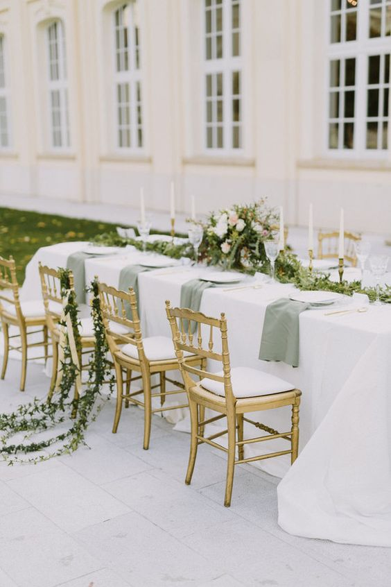An intimate all-white wedding al fresco. Imagine how much elegant fun you can have in a setting like this one.
