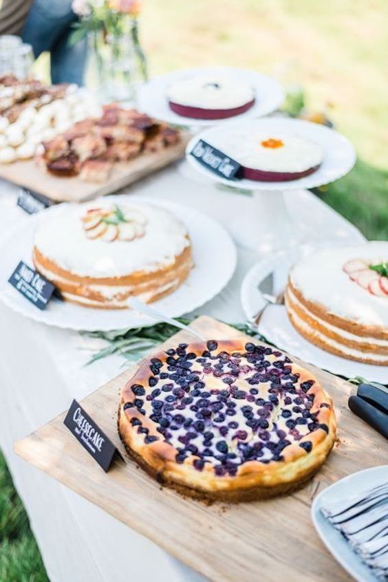 Throw a backyard wedding bash and go all out! Yes! Replace the wedding cake with your most fav pies.