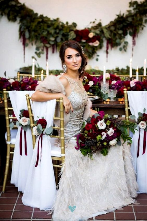 For a glamorous and sophisticated vibe include berry-hued florals to your bridal bouquet.
