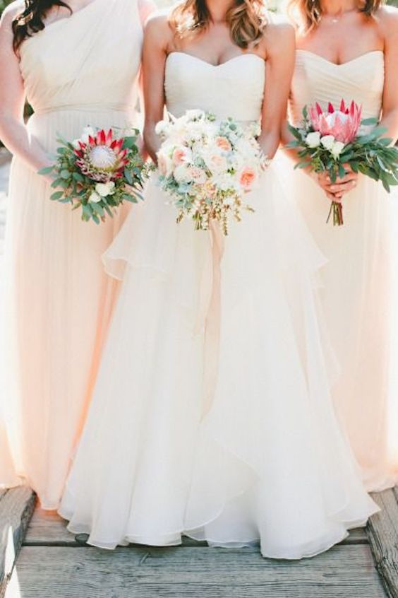 Blush wedding with California vibes. Photo: Onelove.