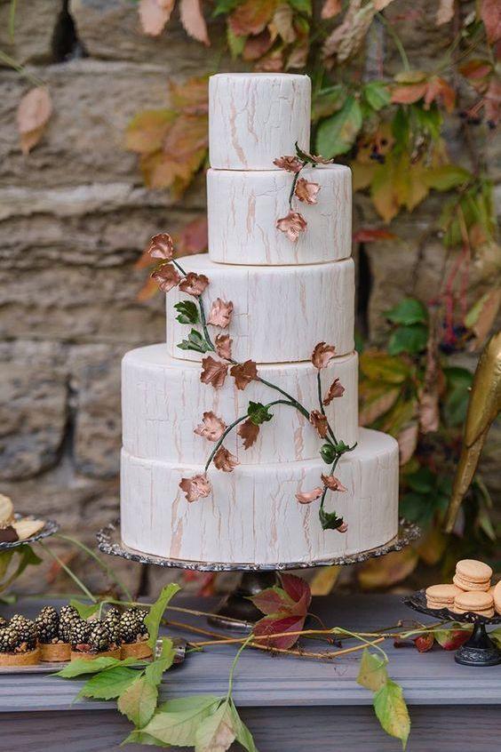 Un cake muy original en cobre y mármol. Foto: Krista Fox Photography.