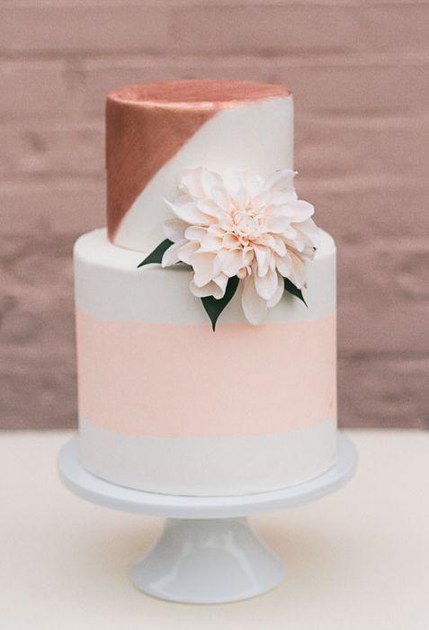 Es oficial: el cobre es tendencia. Admíralo en este cake vintage.