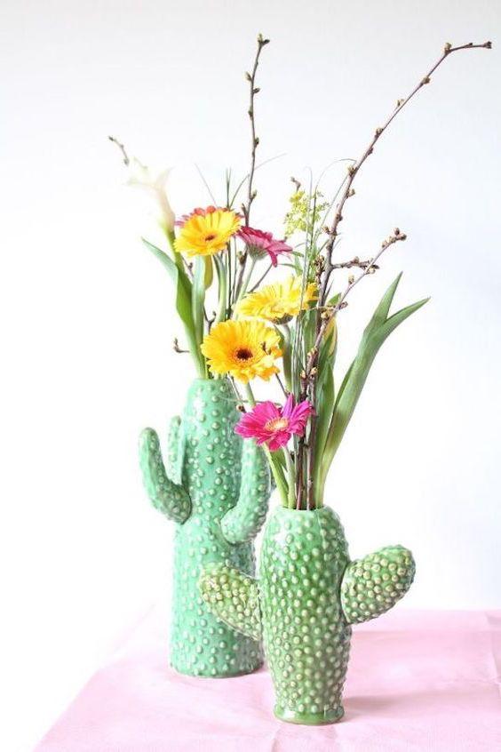 Divertidos floreros con forma de cactus.