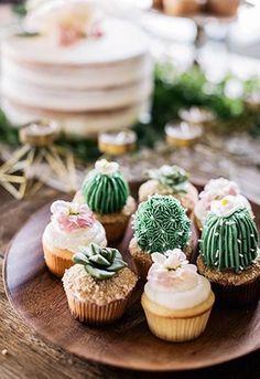 ¿Comida o decoración? Estas mini cupcakes de cactus para bodas son una delicia para la vista y el estómago.