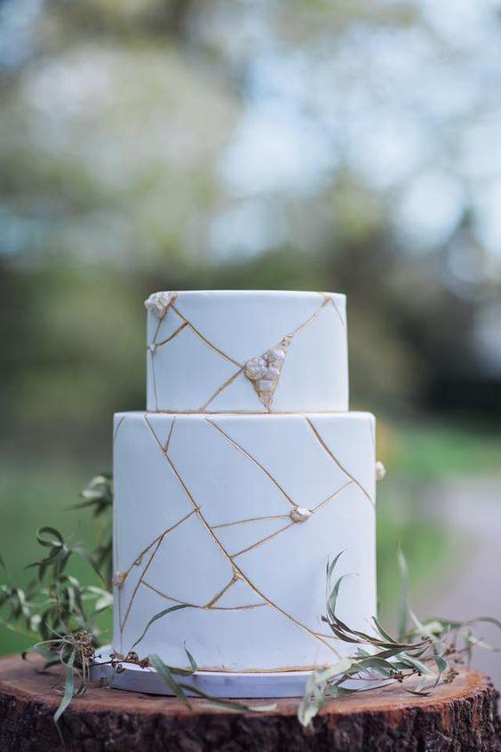 Imitación mármol con cobre para un pastel de bodas elegante.