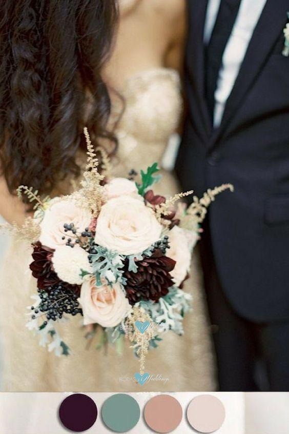 Ramo de flores de color blush, salvia, ciruela y nude.