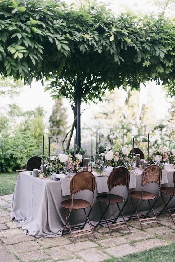 It's all about the tablescape at this calm and quaint Italian villa destination wedding.