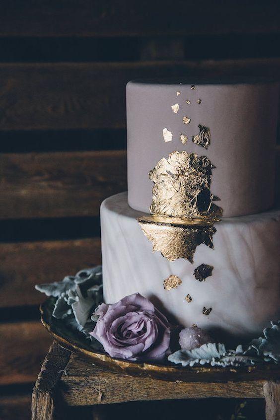 Misteriosa y dramática tarta nupcial en mármol. Foto: Ed & Aileen Photography.