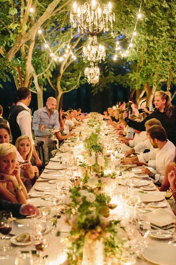 Take your wedding to Napa Valley, like this Calistoga wedding, and dine al fresco with your guests. It will be an unforgettable soirée. Photographer: Matt Edge Wedding Photography.