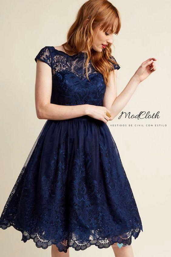 Exquisita elegancia en azul medianoche. Cuello ilusión y falda con tul para dar volumen.