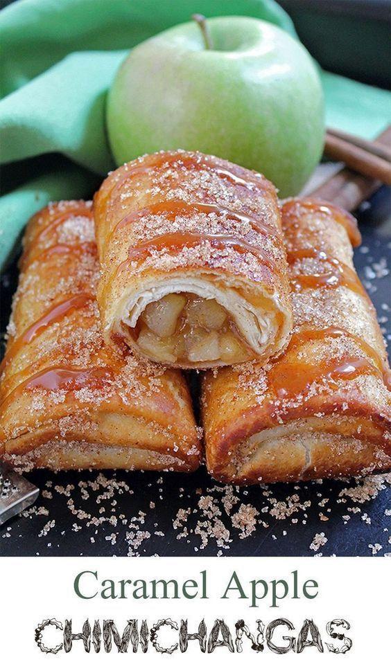Ofrece combinaciones de comidas de ambos países con recetas como estas chimichangas de manzanas acarameladas.