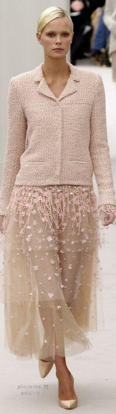 Precioso conjunto estilo Chanel con falda de tul. Muy original y perfecto para todo tipo de cuerpo.