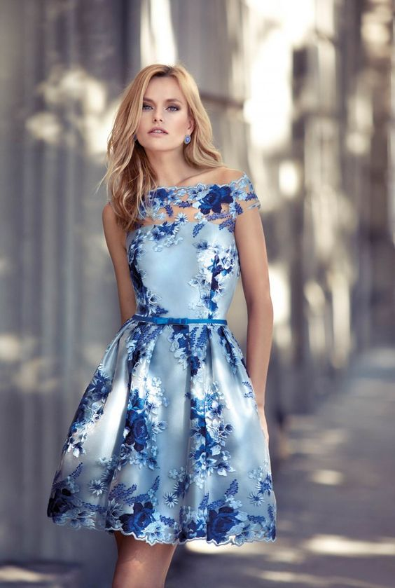 Adorable blue floral cocktail outfit from the Carla Ruiz 2017 collection.