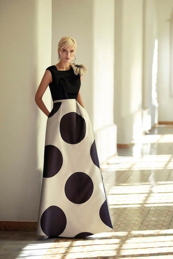 Do you see yourself in this giant polka dots Carla Ruiz dress? I do!