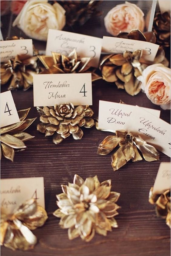 Add a bit of gold to your placecards.
