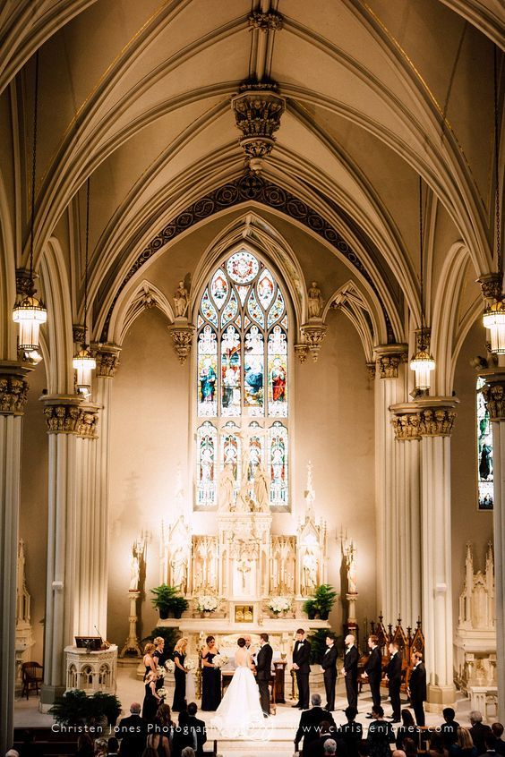 St. Peter's Catholic Church en Memphis, TN. Christen Jones Memphis Wedding Photographer.