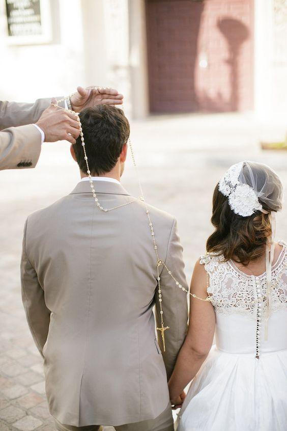 Tradiciones de las bodas mexicanas: la ceremonia del lazo. Petronella Photography.