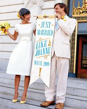 Although you cannot officiate your best friend's wedding at City Hall, get inspired by this fab idea!