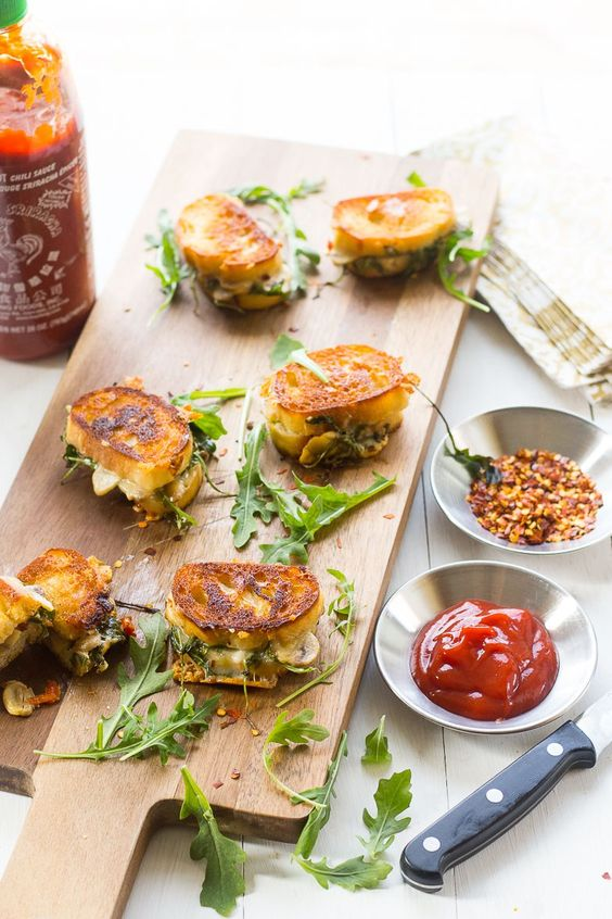 Aged cheddar, sundried tomatoes, mushrooms and arugula and you have the perfect appetizer for your wedding.