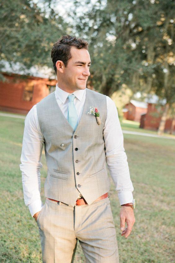 Rustic wedding ceremony attire. Photo: Chelsey Boatwright.