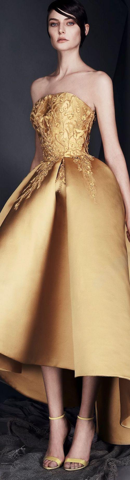 Si quieres saber como vestirse para una boda de noche y formal, checa este artículo! Vestido de Ashi Studio.