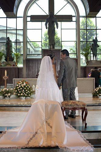 Tradiciones mexicanas en el protocolo de boda religiosa en los Estados Unidos.