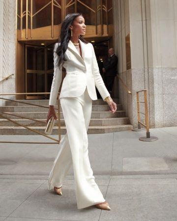 Para un casamiento civil un trajecito blanco hecho a medida por Carolina Herrera. Tu que prefieres, ¿falda o pantalón?