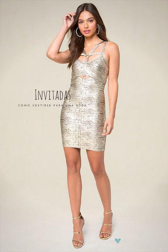 Baila toda la noche con este vestido con metalizados de Bebe. Llamarás la atención con el diseño del arnés y la silueta ajustada.
