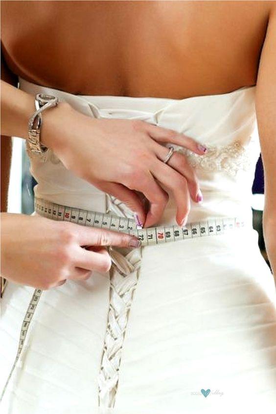 Si quieres sentirte confortable en tu vestido de novia, evita ciertos alimentos antes del gran día.