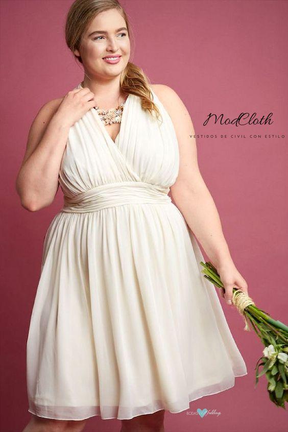 Un vestido fluido de gasa en línea A, expresa tu elegancia con un cuello acanalado y una cintura recogida.