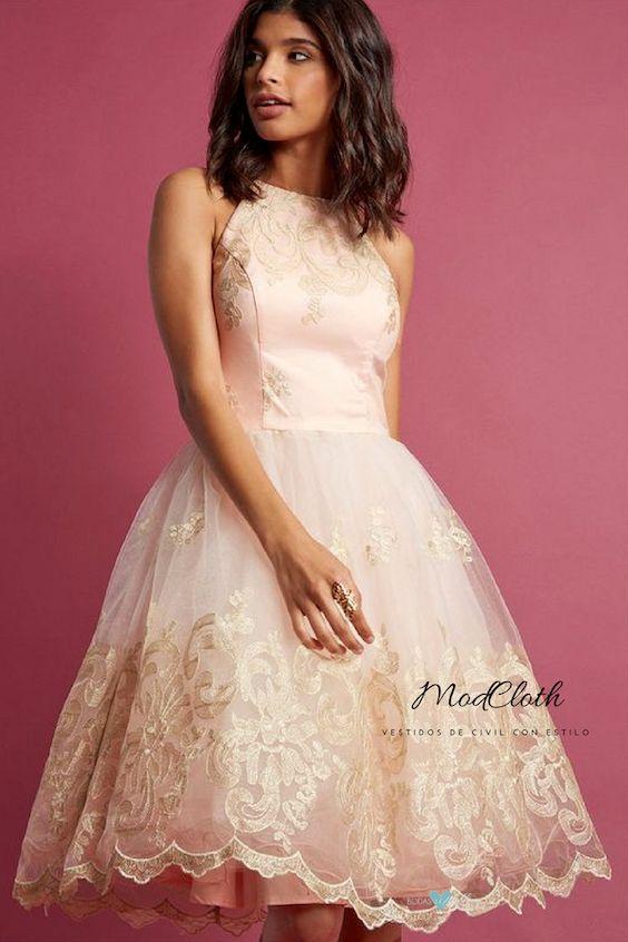 Exquisito vestido midi en rosa pétalo de Chi Chi London con falda voluminosa.