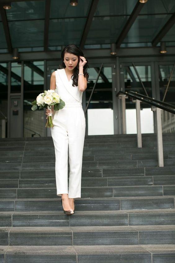 ¿Buscas el vestido nupcial perfecto? Inspírate en esta colección de vestidos de civil para novias gorditas únicos y elegantes.