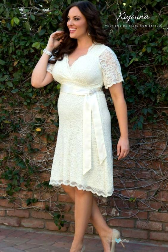 Con todo el glamour de Hollywood, un vestido muy retro de Kiyonna.